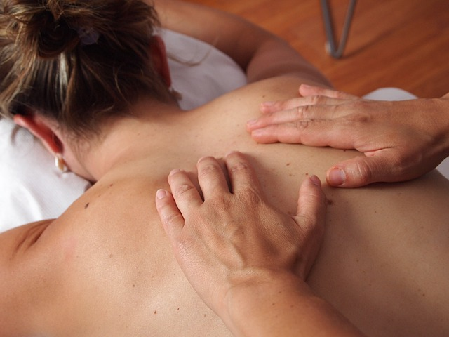 Massage à l'HE de lavande fine pour la détente